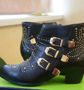 Продаю стильные осенние ботинки