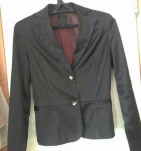 Пиджак и рубашки.