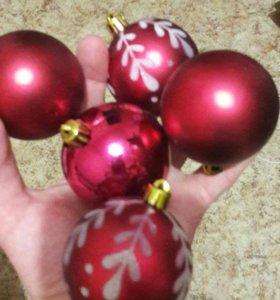 Пластиковые новогодние шары. 11 шт. за 1000.
