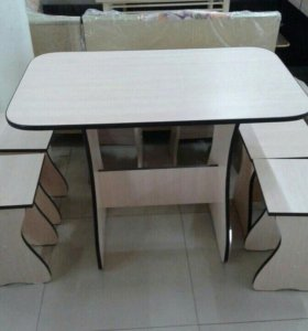 Новые Стол и четыре табурета