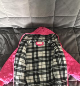 Продаю детскую куртку на девочку