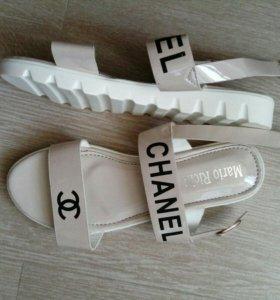 Босоножки Chanel.