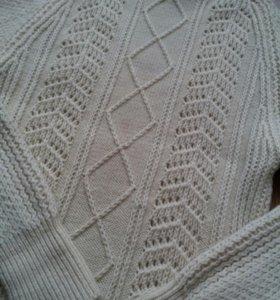 Теплый свитер.