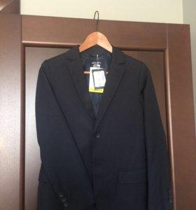 Пиджак на мальчика школьный Ostin