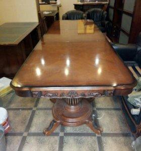 Продаю стол из натурального дерева.