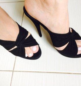 Открытые туфли на тонком каблуке