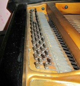 Антикварный рояль
