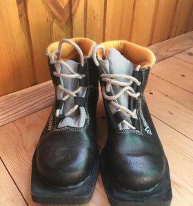 Лыжные ботинки 35 размер.