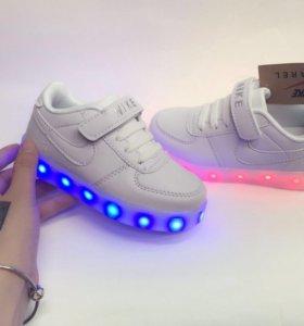 Новые светящиеся кросы Найк