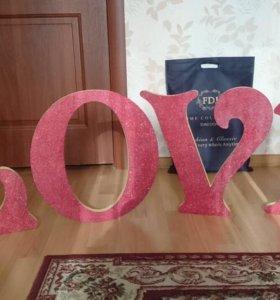 Стилизованные буквы с блестками LOVE
