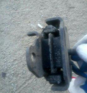 Подушка двигателя краун141-145 новая