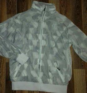 Весенняя куртка ,легкая .50-52 размер.