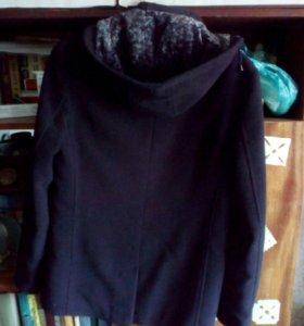 Чёрное мужское пальто