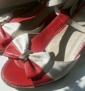 Туфли для девушек.