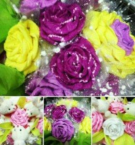 Букетики из игрушек и бумажных цветов