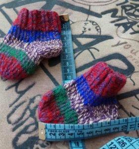 Вязаные носочки для новорожденного