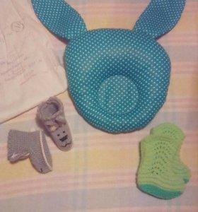 Подушечка для новорожденных и носочки