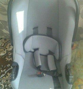 Продам детское кресло для машины.
