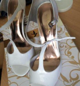 Продам женские туфли 39 размер