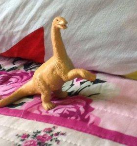 Динозавр с длинной шеей