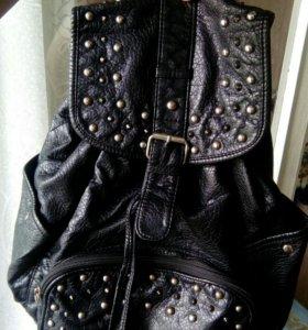 Женский рюкзак чёрный с заклепками