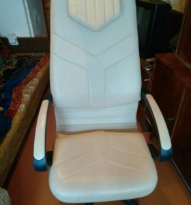 Педикюрное кресло + подставка под ноги!!!!