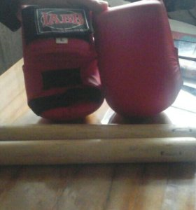 Нунчаки и перчатки для карате
