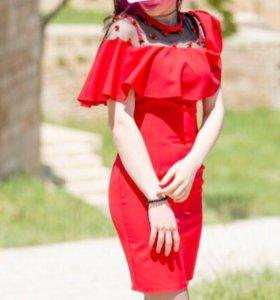 Платье новое продаётся срочно !