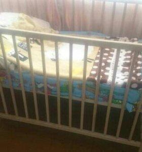 Детская кроватка с ортопедическим матрацем