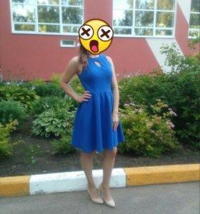Очень красивое синее платье