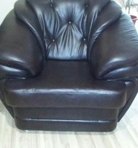 Кресло кожанное 2шт срочно