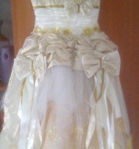 Платье на 5-6-7лет.