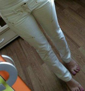 Белые джинсы 40-42