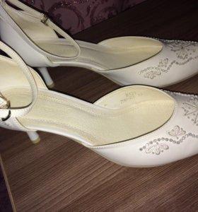 НОВЫЕ! 40 размер ,очень красивые свадебные туфли.