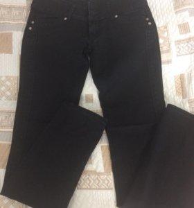 Чёрные джинсы