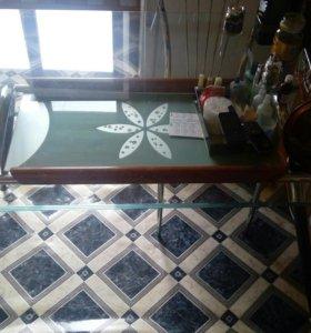 Стол кухонный стеклянный и стулья