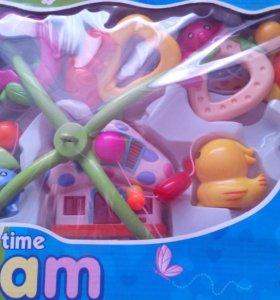 Музыкальная игрушка в кроватку для малыша