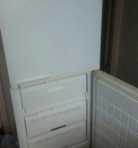 Холодильник..2х камерный