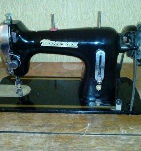 Швейная машинка Minerva 122