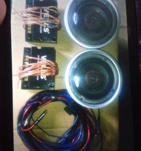 Динамики и фильтр с проводами