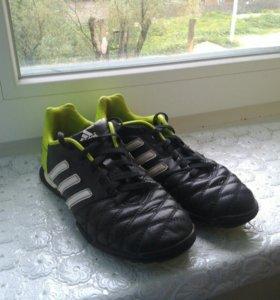 Футбольные кроссовки Adidas