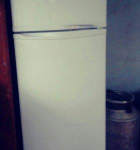 Холодильник на запчасти!!!