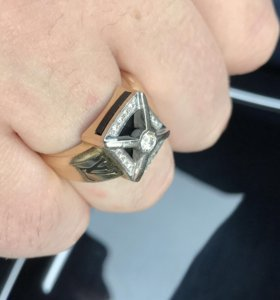 Мужской перстень с бриллиантами. Золотое кольцо