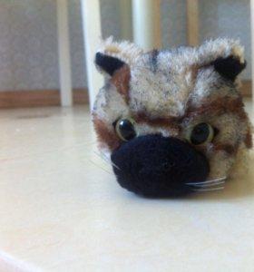 Маленькая игрушка кошка