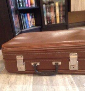 Старинный чемодан времен СССР