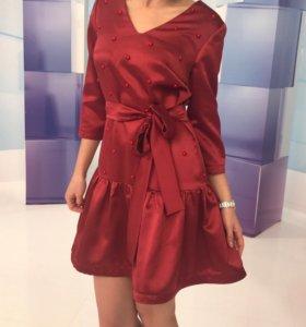 Модное платье цвета марсала