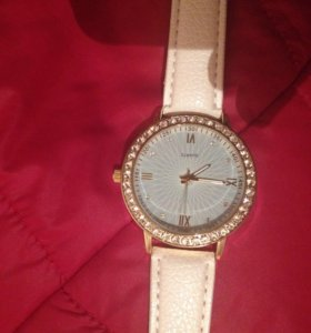 Новые часы с стразами, очень красиво и элегантно !