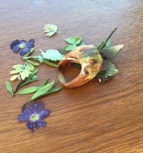 Кольцо из дерева и эпоксидный смолы