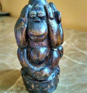 Фигурка обезьяны деревянная