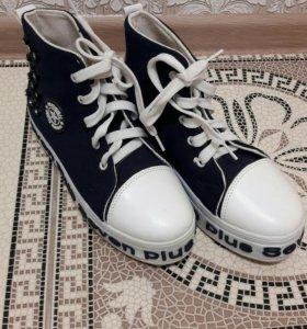 Кроссовки новые!!